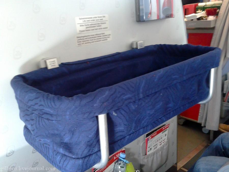 Люлька для малыша в Boeing 737-800 Россия