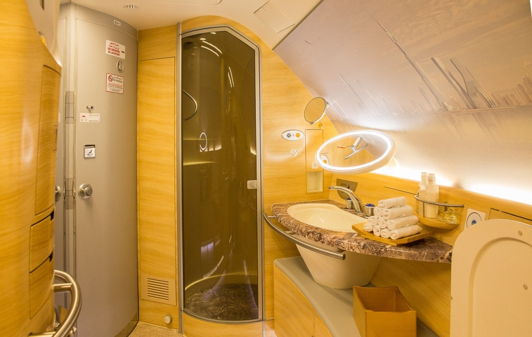 Душевые на борту А380 «Эмирейтс» Airbus А380