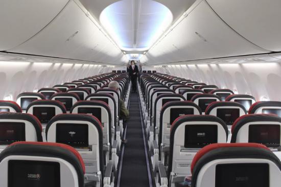Салон эконом-класса в самолете Аэробус А321 Turkish Airlines