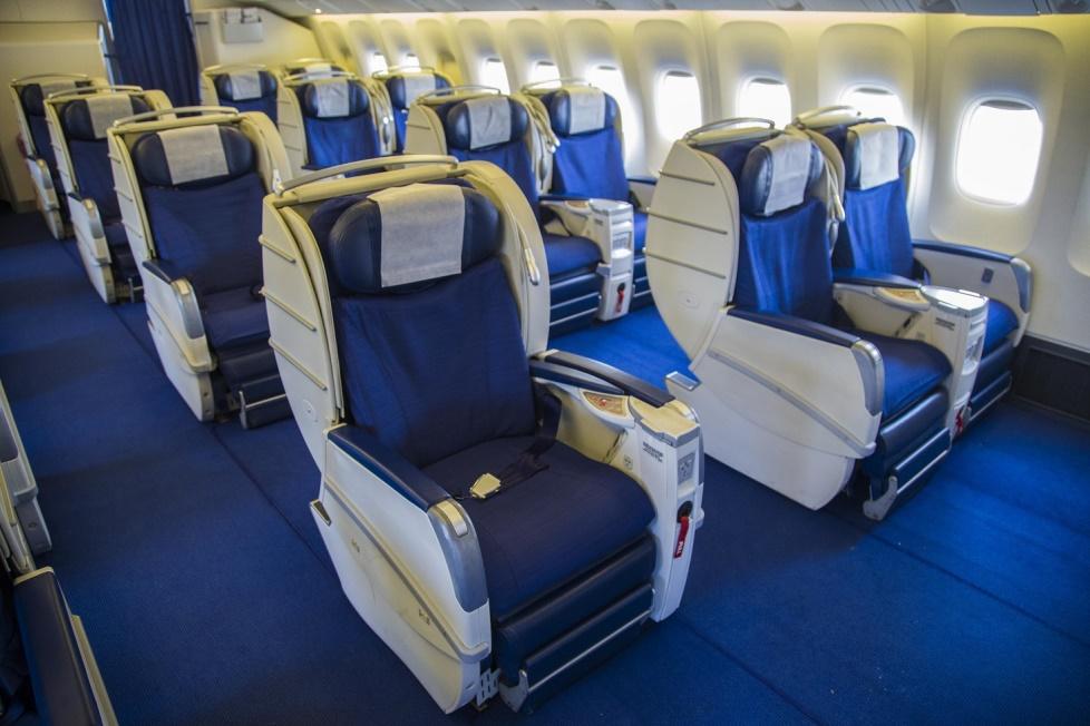 Кресла бизнес-класса самолета Azal