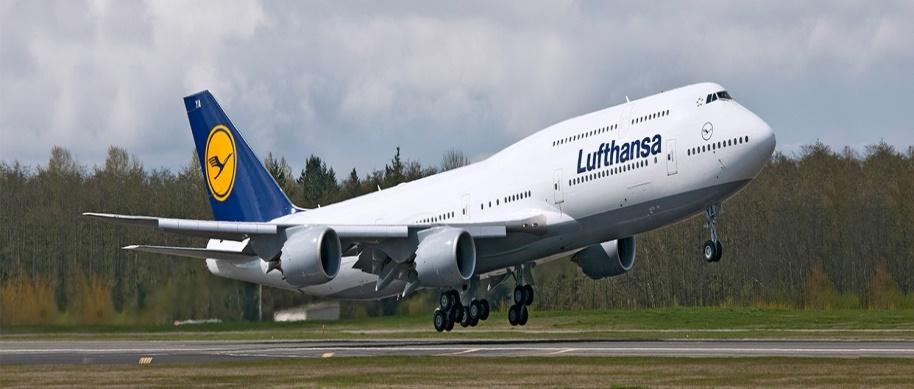 Самолет Boeing 747- 8I Lufthansa