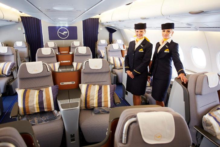 Салон самолета Lufthansa