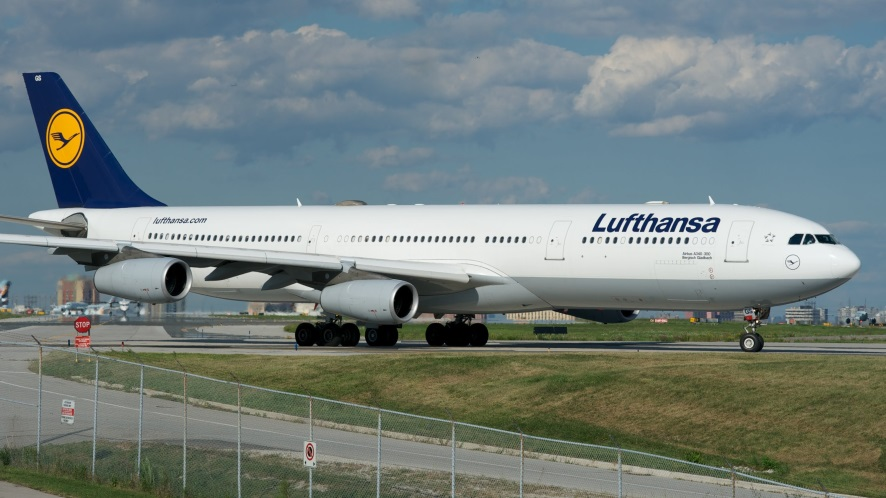 Самолет Airbus A340-300 Lufthansa