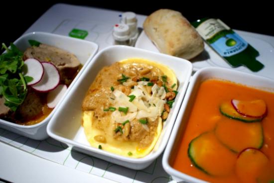 JETBLUE: обед из 3 блюд