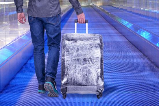 Как упаковать чемодан в пленку