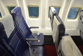 кресла салона самолета